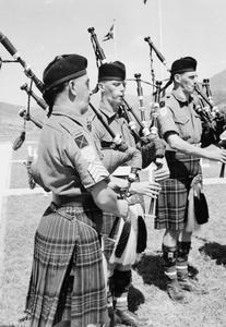 KING'S OWN SCOTTISH BORDERERS COMMEMORATION PARADE, PUSAN CEMETERY, KOREA, 12 AUGUST 1952