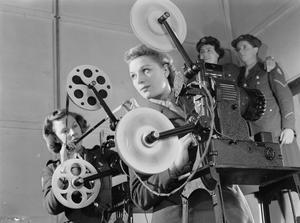 ATS CINE PROJECTOR OPERATORS, ALDERSHOT, HAMPSHIRE, ENGLAND, UK, 1941