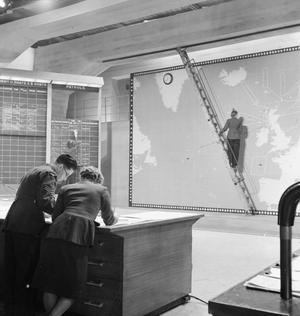 COASTAL COMMAND: THE PRODUCTION OF A MINISTRY OF INFORMATION FILM AT PINEWOOD STUDIOS, IVER HEATH, BUCKINGHAMSHIRE, ENGLAND, UK, APRIL 1942
