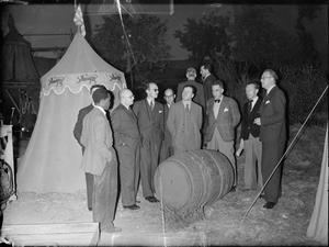 FOREIGN CORRESPONDENTS VISIT BRITISH FILM STUDIOS, DENHAM, BUCKINGHAMSHIRE, ENGLAND, UK, 1943