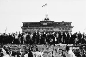 THE BERLIN WALL, 9-10 NOVEMBER 1989