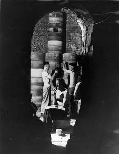 AMERICAN LEASE AND LEND FOOD BEING EATEN BY WORKERS IN THE POTTERY FACTORIES, STAFFORDSHIRE, ENGLAND