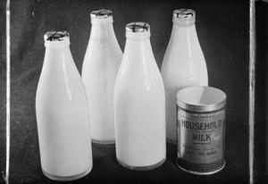 MILK IN WARTIME BRITAIN, UK, 1942