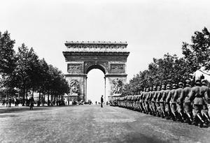 THE GERMAN ARMY ENTERS PARIS, JUNE 1940
