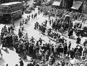 VJ CELEBRATIONS IN LONDON, AUGUST 1945