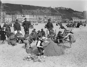 LEISURE AND ENTERTAINMENT DURING THE FIRST WORLD WAR