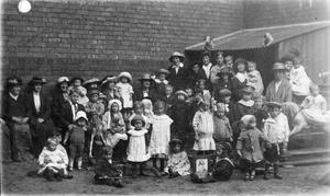 THE WELFARE CARE FOR ORPHANED CHILDREN ON THE HOME FRONT, 1914-1918