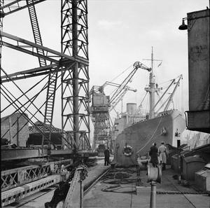 LOADING SHIPS BOUND FOR NORTH AFRICA, NOVEMBER 1942