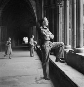 SOUTH AFRICAN EX-POW IN LONDON: SERGEANT VISSER TOURS LONDON, ENGLAND, UK, 1945