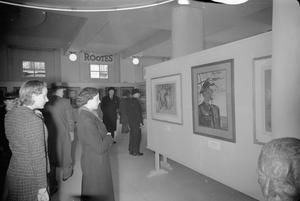 WINGS FOR VICTORY ART SHOW, PICCADILLY, LONDON, ENGLAND, UK, MARCH 1943
