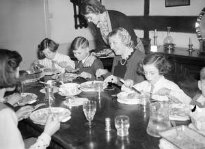 THE CARTERS IN WARTIME: EVERYDAY LIFE FOR A BRITISH FAMILY ON THE HOME FRONT, ENGLAND, C 1940