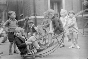 BOYS LESSONS PROVIDE WARTIME TOYS, LONDON, ENGLAND, UK, 1943