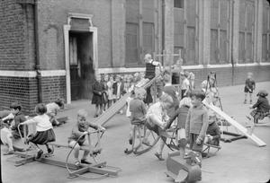 BOYS LESSONS PROVIDE WARTIME TOYS, LONDON, ENGLAND, UK, 1943