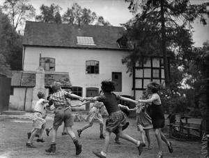 INTERNATIONAL SCHOOL: LIFE AT PAUNTLEY COURT, A SCHOOL AND HOME FOR FRENCH AND BELGIAN REFUGEES, PAUNTLEY, GLOUCESTERSHIRE, 1943