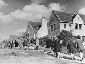 COLONY FOR ARTISTS UNDER SIX: EVACUEES TO DARTINGTON HALL, TOTNES, DEVON, ENGLAND, 1941