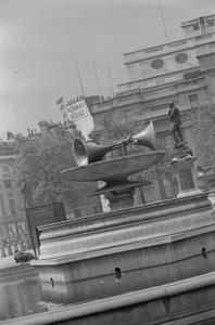 LOUDSPEAKERS IN TRAFALGAR SQUARE, LONDON, ENGLAND, UK, 1941