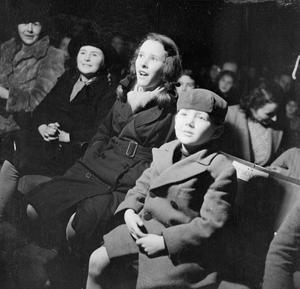 WARTIME ENTERTAINMENT, UK, 1942