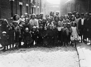 CHILDREN AT WAR 1914-1918