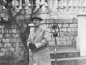 NEVILLE CHAMBERLAIN DURING THE SECOND WORLD WAR IN FRANCE