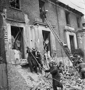 THE RECONSTRUCTION OF 'AN INCIDENT': CIVIL DEFENCE TRAINING IN FULHAM, LONDON, 1942