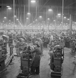 AIRCRAFT ENGINE PRODUCTION IN BRITAIN, C 1943