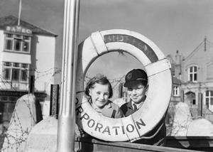 EVACUEES TO DEVON AND CORNWALL, ENGLAND, 1941
