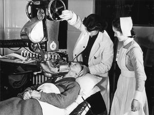 RADIUM TREATMENT IN A LONDON HOSPITAL, ENGLAND, 1940