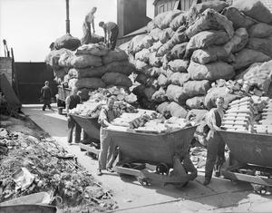SAUCEPANS INTO SPITFIRES: ALUMINIUM SALVAGE IN BRITAIN, 1940