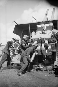 A VISIT TO AN ANTI-AIRCRAFT SHIP, ENGLAND, 1940