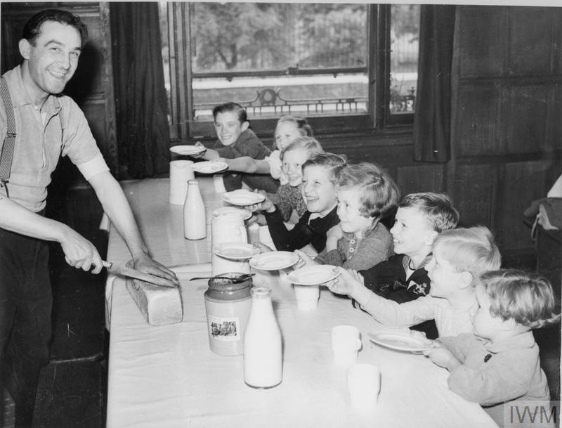 BELGIAN REFUGEE CHILDREN IN LONDON, ENGLAND, 1940