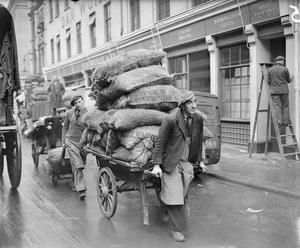 CABBAGES AND PRIMA DONNAS:  LIFE IN WARTIME COVENT GARDEN, LONDON, ENGLAND, 1940