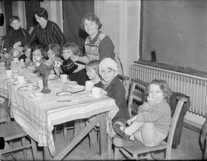 SANCTUARY: AIR RAID SHELTER IN JOHN KEBLE CHURCH, MILL HILL, LONDON, ENGLAND, 1940