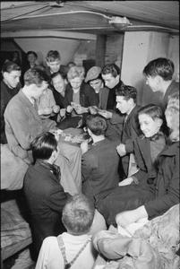 LIFE IN AN AIR RAID SHELTER, SOUTH EAST LONDON, ENGLAND, 1940
