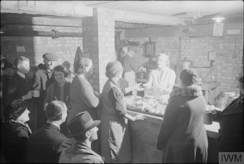 LIFE IN AN AIR RAID SHELTER, NORTH LONDON, ENGLAND, 1940