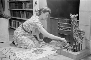 A DAY IN THE LIFE OF A WARTIME HOUSEWIFE: EVERYDAY LIFE IN LONDON, ENGLAND, 1941