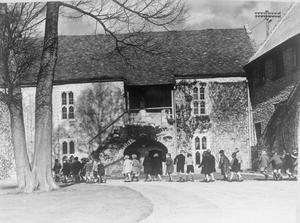 COLONY FOR ARTISTS UNDER SIX: EVACUEES TO DARTINGTON HALL, TOTNES, DEVON, ENGLAND, 1941.