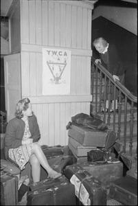 A GIRL JOINS UP: WOMEN'S FACTORY WAR WORK, ENGLAND, UK, MAY 1941