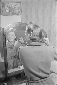 A GIRL JOINS UP: WOMEN'S FACTORY WAR WORK, ENGLAND, UK, MAY 1941