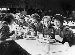 WOMEN'S FACTORY WAR WORK AT SLOUGH TRAINING CENTRE, ENGLAND, UK, 1941