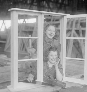 WOMEN CARPENTERS THEN AND NOW: WOMEN AT WORK IN ENGLAND, 1941