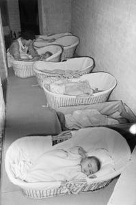 FOSTER PARENTS PLAN LONDON NURSERY: CARING FOR DISPLACED CHILDREN, LONDON, ENGLAND, 1941