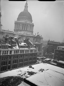 BOMB DAMAGE IN LONDON, ENGLAND, JANUARY 1942