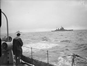 HM SHIPS CARRYING OUT BATTLE PRACTICE AT SEA. SEPTEMBER 1941, ON BOARD THE DESTROYER HMS BEDOUIN.