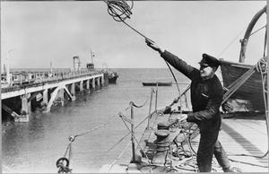 EX-POSTMAN DELIVERS THE GUNS: MERCHANT NAVY TRAINING IN BRITAIN, 1942