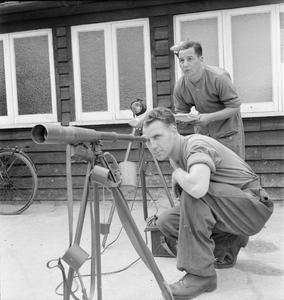 NEWFOUNDLAND TROOPS IN ENGLAND: SIGNALLING TRAINING, 1942