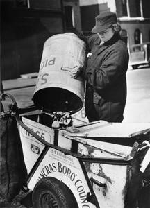 WOMEN'S STREET CLEANING BRIGADE: FEMALE DUSTMEN AT WORK, LONDON, 1942