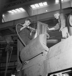 TANK FACTORY: THE CONSTRUCTION OF MATILDA TANKS, 1942