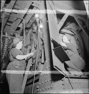 UNDERGROUND RAILWAY WOMEN: WOMEN AT WORK ON LONDON'S TUBE NETWORK, 1942