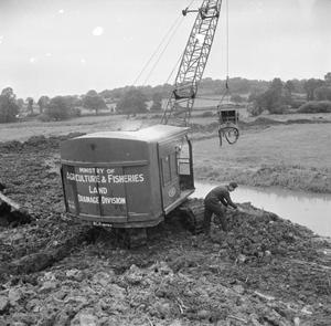 DRAINAGE OF LAND: PREPARATIONS FOR AGRICULTURE, CLYST MARSHES, DEVON, 1942