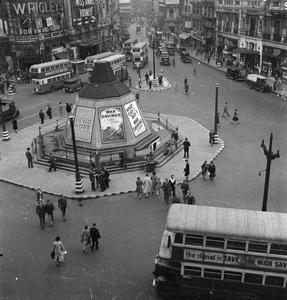 INTERNATIONAL PICCADILLY: OVERSEAS TROOPS IN LONDON, 1942
